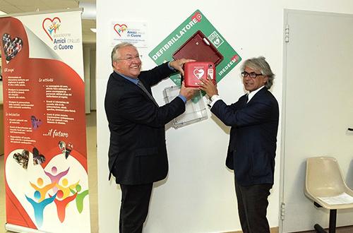 Consegna defibrillatore all'Istituto Comprensivo E. Duse – Video